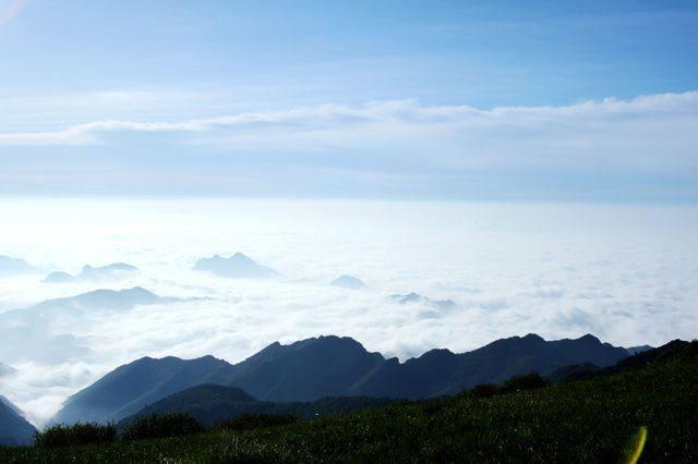 海坨山位于延庆张山营镇北部与河北赤城县交界处,距延庆约18公里,属
