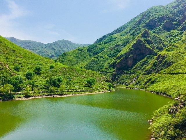 九龙大峡谷位于保定涞水县九龙镇,又名百草畔西峰河谷,也有自己起名