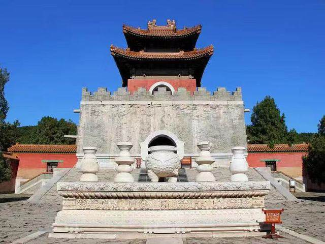 清西陵共有14座陵墓,包括雍正的泰陵,嘉庆的昌陵,道光的慕陵和光绪的