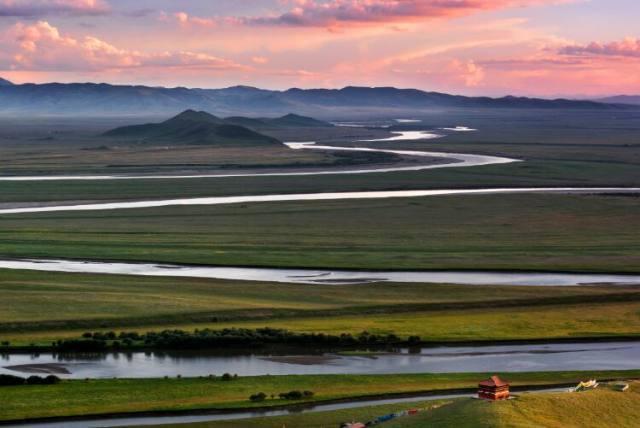 黄河九曲第一湾  黄河九曲第一湾位于若尔盖县唐克乡,于四川,青海
